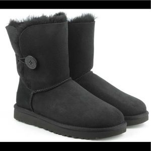 UGG Bailey Button ll Boot *gently used*